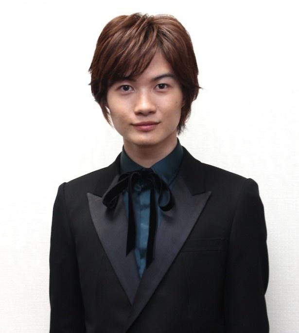 【写真を見る】『るろうに剣心』で人気沸騰の神木隆之介。迷いの時期を経て、キラキラと輝く21歳だ