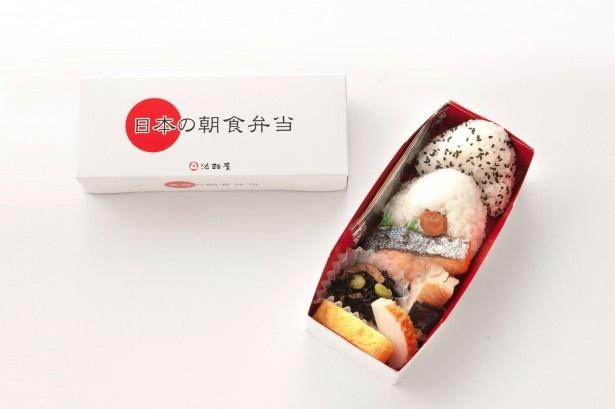 伊丹空港の3位は淡路屋の「日本の朝食弁当」。おにぎり、鮭の塩焼き、出汁巻玉子などの朝の定番メニューを盛りつけ、短時間でも食べられる朝食弁当