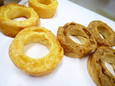 特別な製法で麩をパリッと焼き上げ、沖縄県産のパイナップル、きび糖、海塩の3種類のシロップをコーティング