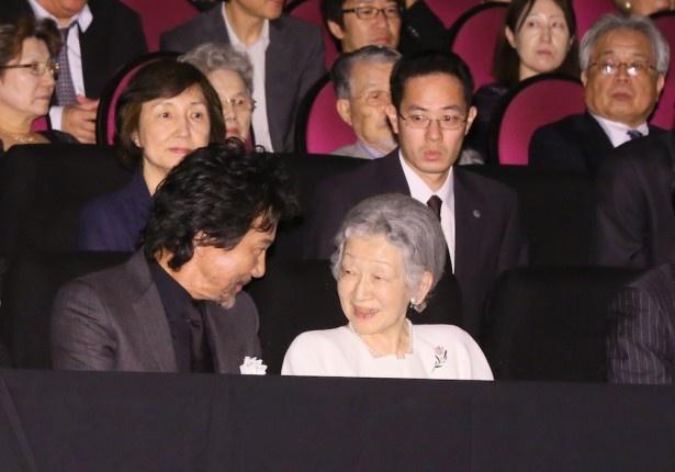 【写真を見る】『蜩ノ記』を鑑賞された皇后陛下と、「幸せでした」と感激の面持ちの役所広司