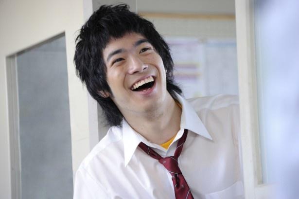 渡辺大知は由らのクラスメート・辻本役。明るく、クラスのリーダー的存在