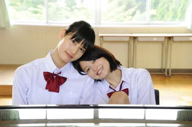 橋本愛演じる入江と、小林涼子演じるハルの仲良しコンビ。劇中に入江はある秘密を抱えることになるが、ハルは変わらず入江に接する