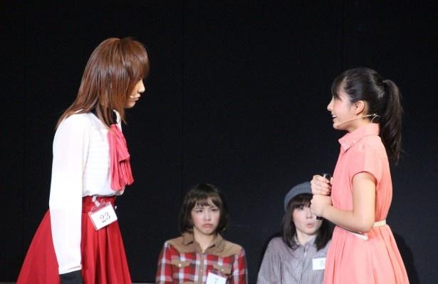 AKB48のオーディション会場で緊張する寛子を助けるみのり