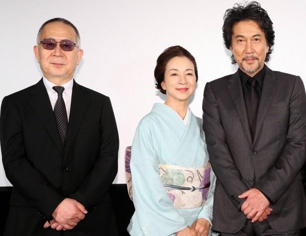舞台あいさつに登壇した小泉堯史監督、原田美枝子、役所広司ら(左から)