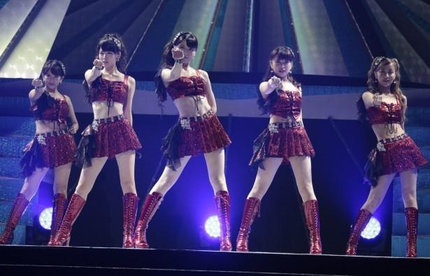 ℃-uteの5人。左から岡井千聖、鈴木愛理、矢島舞美、中島早貴、萩原舞