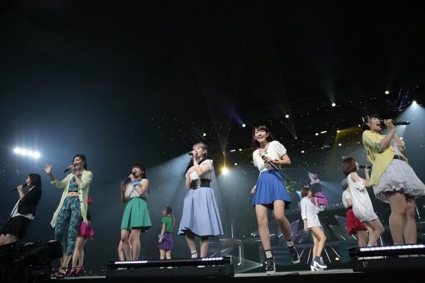℃-ute、Berryz工房は「がんばっちゃえ!」「『忘れたくない夏』」の2曲を合同で歌った