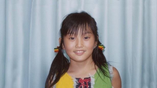 【写真を見る】「リフォーム太陽光篇」では、山本の幼少期の写真も登場
