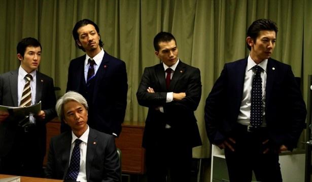 【写真を見る】市原隼人、金子ノブアキ、山本裕典ら豪華キャスト陣を迎え、強大な闇に立ち向かう男たちを描く