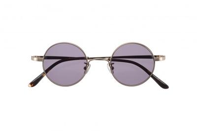 作中でレオリオが着用しているサングラスを再現した「レオリオ モデル」(税別4750円)