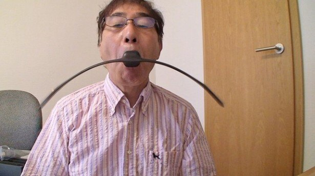 最新ブンブン器具を使用して表情筋を鍛える
