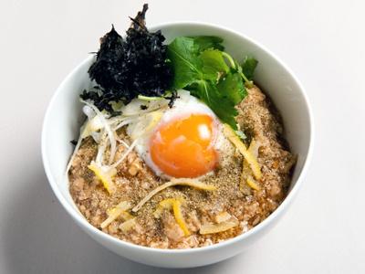 他のメニュー画像 (写真は「銘柄鶏のそぼろと自然卵の親子丼(山椒風味)」600円)