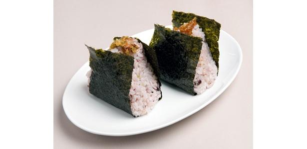 「雑穀おにぎり(わさび味噌・わさびおかか)」(250円)。お店は「maimai」
