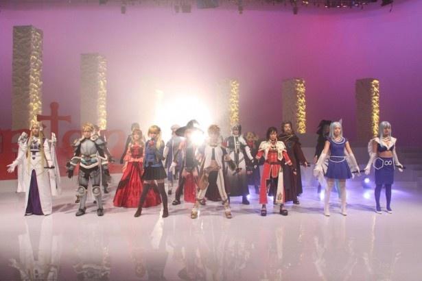 【写真を見る】総勢20人の女性キャストによるステージも見どころ