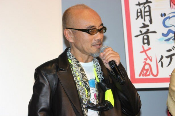 舞妓や芸姑の面倒を見る男衆・青木富夫役の竹中直人