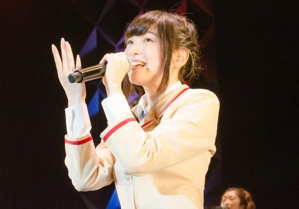 「とりかえっこ」で上田はキュートな振り付けでも観客を魅了!