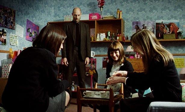 アナのルームメイトの殺人事件未遂も心のトラウマに?