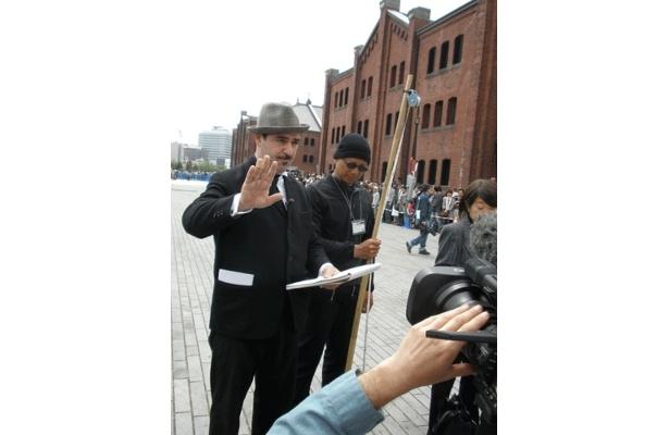 スポークスパーソン・ジョゼフ北野氏によると、巨大グモを釣ったのはTAKESHI TANABEさん(68歳・写真右、手に釣竿)