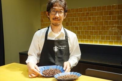 【写真を見る】コーヒーへの愛情を語り尽くしてくれたコーヒースペシャリスト、江嵜讓二氏。その優しくも鋭い眼光でコーヒー豆の善し悪しを見極めている!?