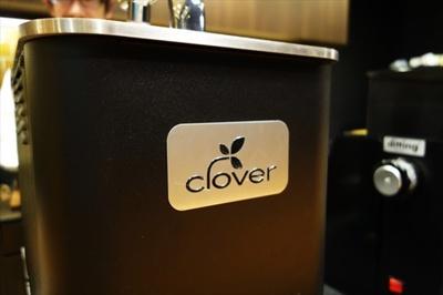 クローバー取り扱い店舗には、カウンター席を用意している店も。バリスタとの会話も楽しみたい