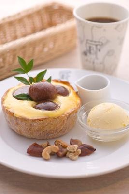 「焼きたてチーズタルト専門店 PABLO 道頓堀店」のミニチーズタルト マロン×マロン¥900は10/1(水)からの販売