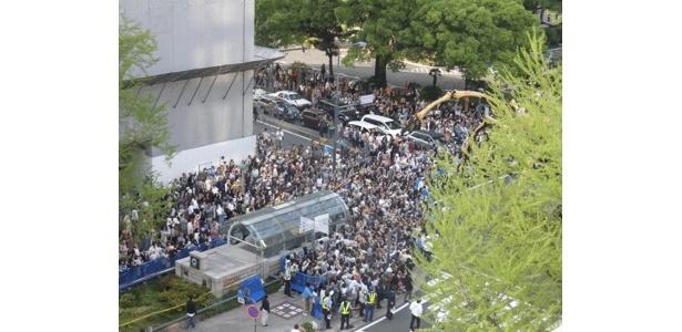 日本大通りでも大歓迎を受けています
