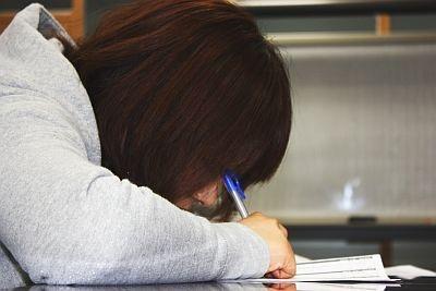 ペンを目にささないように注意!