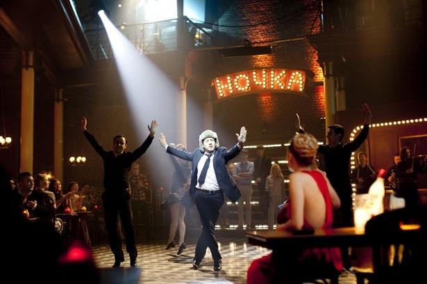 社交場でダンスを踊ってしまうほど陽気なジャン=イヴ