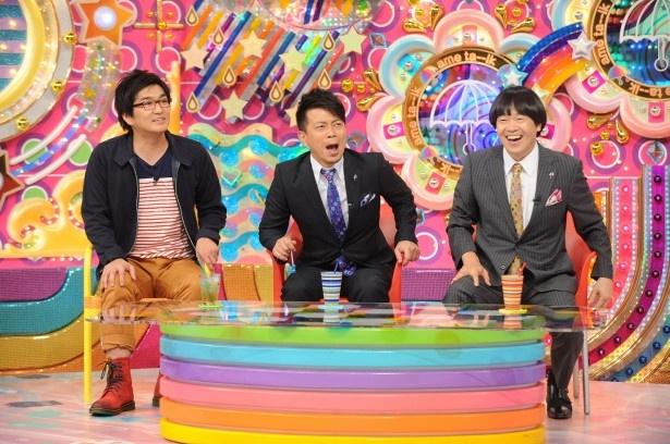 【写真を見る】雨上がり決死隊と平成ノブシコブシ・徳井健太が若手芸人の奮闘を見守る