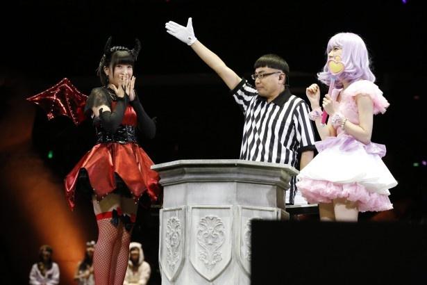 前々回の優勝者、島崎遥香(写真右)を破って上位16人に入った朝長美桜(写真左)