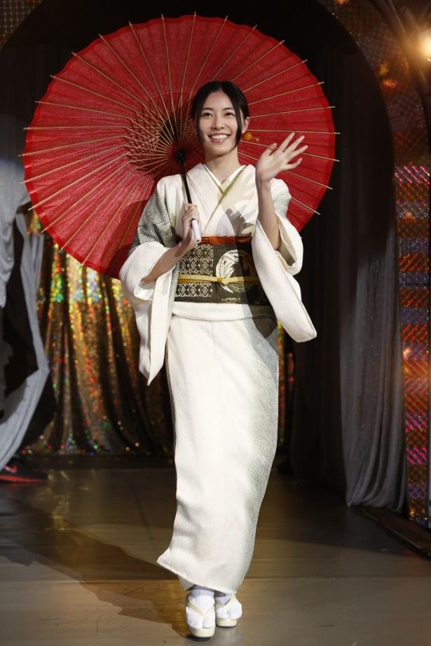 前回の覇者、松井珠理奈はあでやかな着物姿で登場