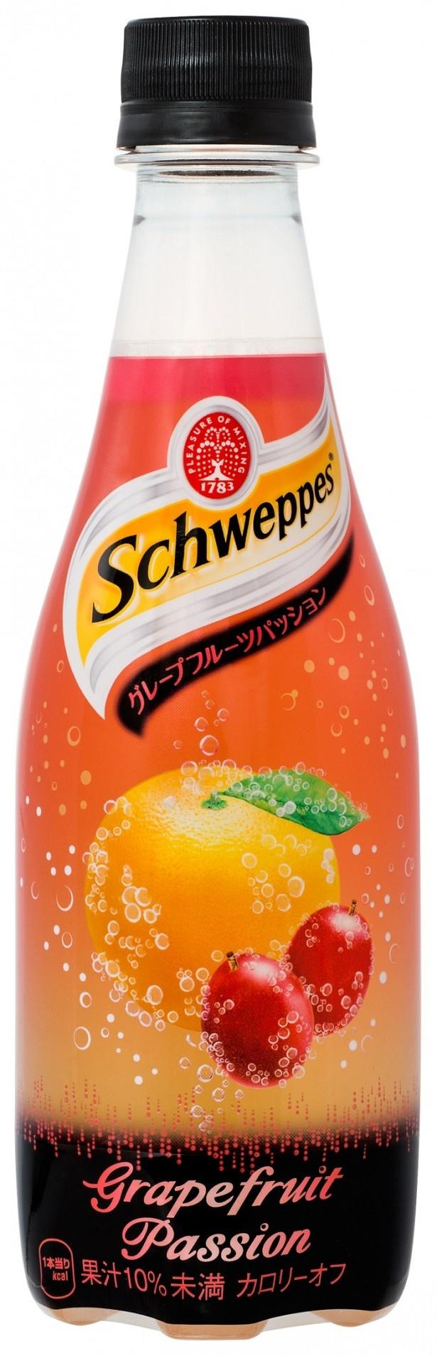 ピンクグレープフルーツなどの果汁とパッションフルーツのフレーバーを加えた「シュウェップス グレープフルーツパッション」(410ml メーカー希望小売価格・税別140円)