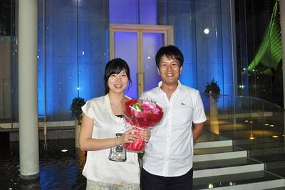 神戸メリケンパークオリエンタルホテルが提供する成功率100%のプロポーズプランで、なんと100組目の婚約カップルが誕生!