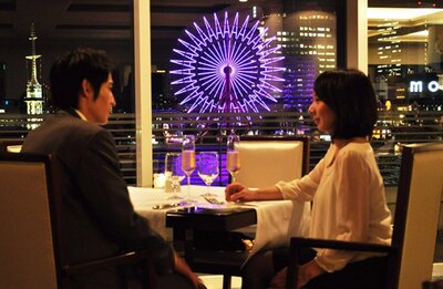 きらめく神戸の夜景を眺めながら、ムード満点のディナーを楽しもう/プロポーズ当日の流れ(3/9)