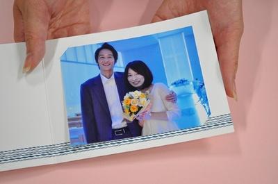 チェックアウト時に、チャペルで撮影した記念写真をプレゼント。末永くお幸せに!/プロポーズ当日の流れ(9/9)