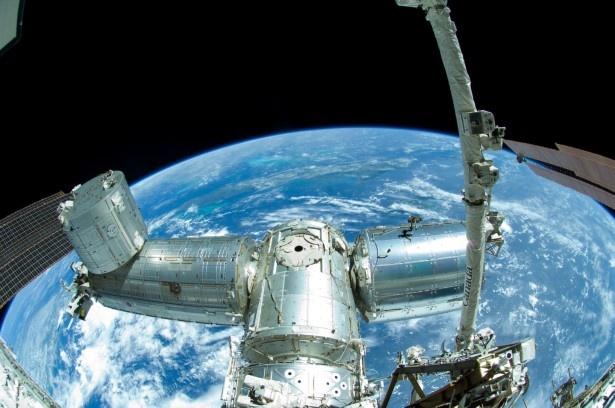 会場には、国際宇宙ステーションの1/10スケールモデルと「きぼう」日本実験棟の実物大モデルが登場!