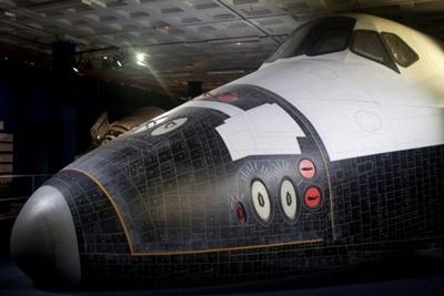 スペースシャトル「アトランティス」前部胴体とキャビン(実物大モデル)