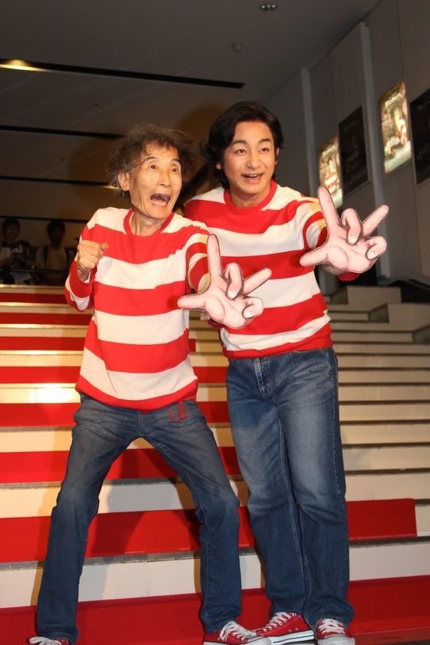 【写真を見る】楳図かずおと、楳図役を任された俳優・片岡愛之助が赤白ボーダーのカーペットを笑顔で闊歩!
