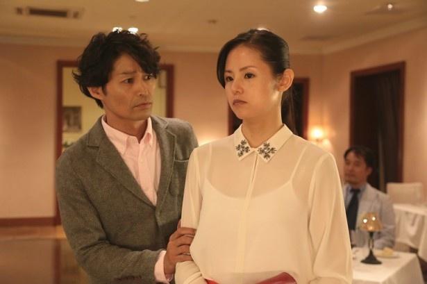 「素敵な選TAXI」(フジテレビ系)第1話にゲスト出演する安田顕と小西真奈美