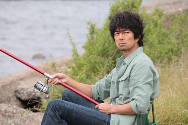 【写真を見る】第2話にゲスト出演する仲村トオル。役どころは民宿のオヤジ