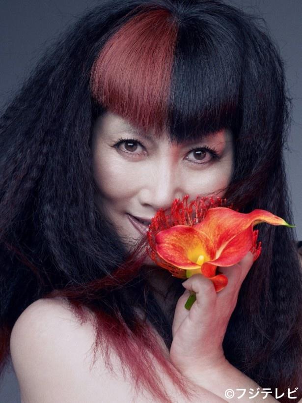竜子に復讐を誓う、大手アパレルホールディングス社長・瀧川蘭子役の余貴美子