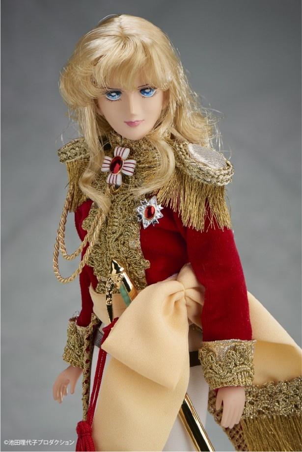 華やかな宮廷の衣装を再現するために素材や生地など、とことんこだわったオスカルドール。美しいブロンドや青い瞳も忠実に再現