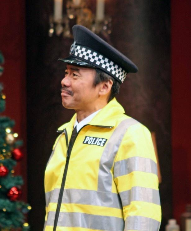 絶妙な間合いで登場する福本伸一演じる警官