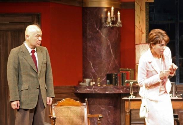 瀬戸カトリーヌ(右)が演じるのは錦織演じるデーヴィッドの妻