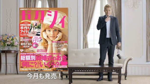 スタイリッシュなタキシード姿にカメラを携えたEXILE SHOKICHIは、「今月のゼクシィ」CMシリーズに新郎の友人役として出演