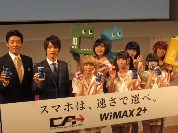 「iPhone6/iPhone6Plus発売イベント」に登場した(左から)松岡修造、福士蒼汰、でんぱ組.inc