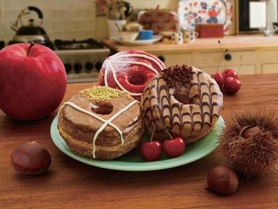 秋のアメリカンパイの定番素材、リンゴ・チェリー・マロンをサンドした