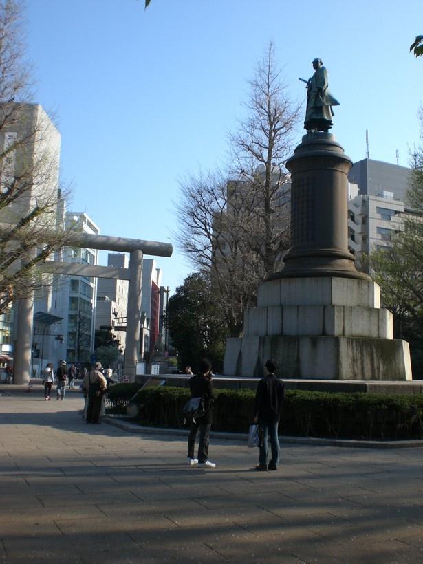 【写真を見る】大村益次郎銅像など、皇居周辺約7km圏内にあるスポットを巡ろう