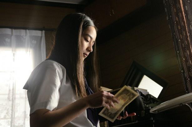 平祐奈の美しい黒髪と端正な顔立ちは、デビュー当時の宮沢りえを彷彿させる