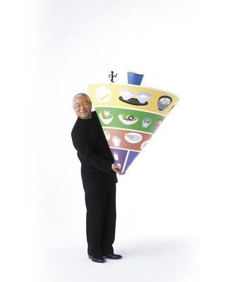 栄養と食事についての食育トークショーを行う服部幸應先生