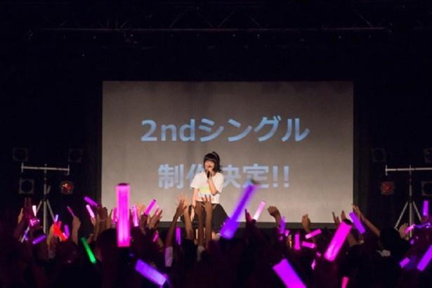 新シングルの制作が発表されたライブ会場。サプライズ発表にファンも大盛り上がり